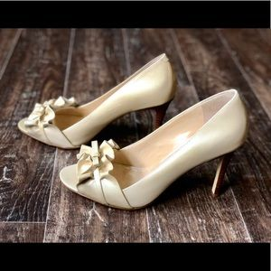 Enzo Angiolini Cream Colored Heels With Bow Sz 9M